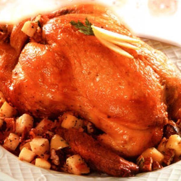 Aprende a preparar pavo de Navidad con tocino con esta rica y fácil receta. El pavo relleno es una receta típica de Navidad y en algunos países de Acción de Gracias...