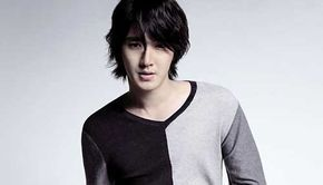 Medium Wavy Hairstyle Asian Men