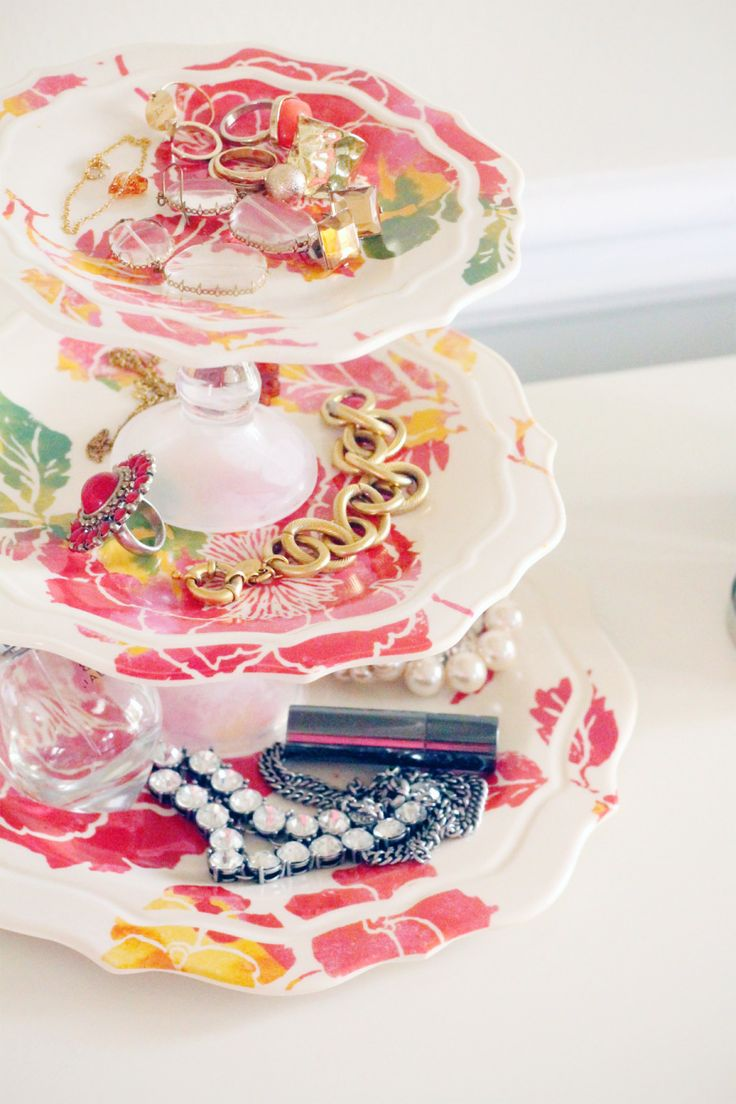 This DIY jewelry tray looks like a pricey Anthropologie find! Photo by In Honor of Design via Style Me Pretty