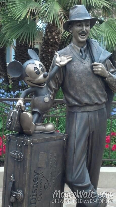 *THE NEW FAMOUS STATUE ~ of Walt Disney & Mickey