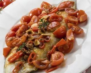 Filet de sole grillé aux tomates cerises et thym : http://www.fourchette-et-bikini.fr/recettes/recettes-minceur/filet-de-sole-grille-aux-tomates-cerises-et-thym.html