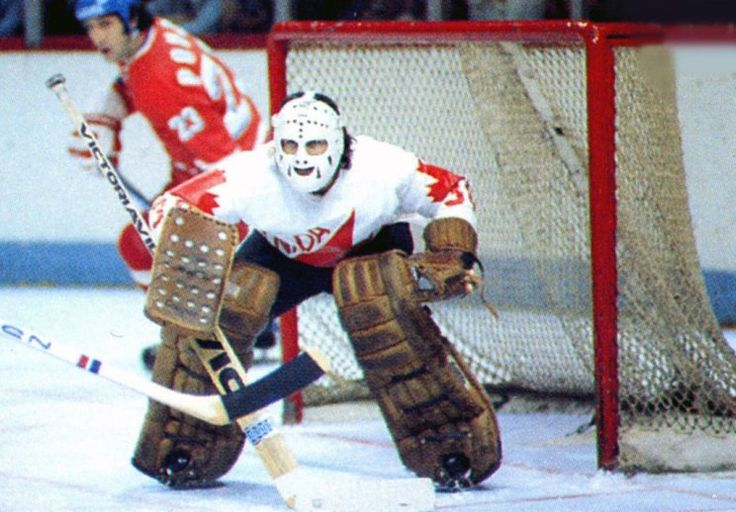 Vachon in his classic stance, 1976 vs. Czechoslovakia.
