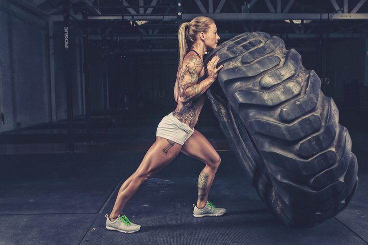 Trening crossfit łączy w sobie trzy elementy: gimnastykę, podnoszenie ciężarów…