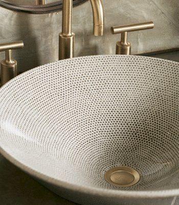 Ich bin zwar kein Fan von Waschbecken (oben), aber ich liebe das Muster auf diesem