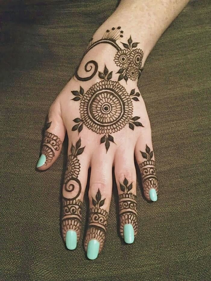 Simple Looking Round Shaped Mehndi with Leaves