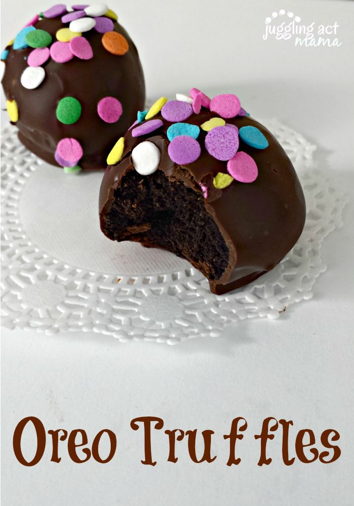 Oreo Truffles dipped in dark chocolate, so yummy and can be decorated with anything/ miss information blog/ #cake #oreos #truffles