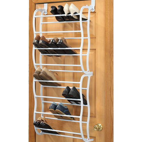 Organisera skorna över dörrkarmen  Trött på skor som ligger huller om buller och skräpar? Investera då i ett smart skoställ som enkelt hängs upp över dörren och rymmer upp t