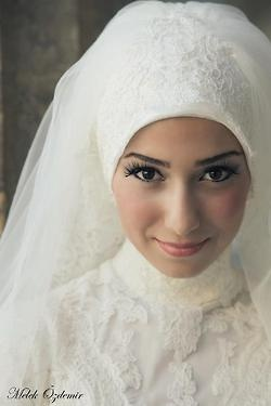 Bridal Lace Headwrap #muslimwedding #bride #hijab