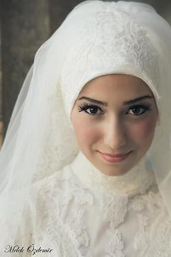 Bridal Lace Headwrap #muslimwedding #bride #hijab