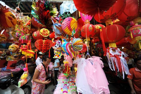 Mid-autumn Festival comes to Hanoi's old quarter | Look At Vietnam