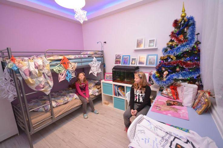 Dziewczynki uwielbiają zajęcia plastyczne , świąteczne ozdoby, papierowe gwiazdy zrobiły same :)