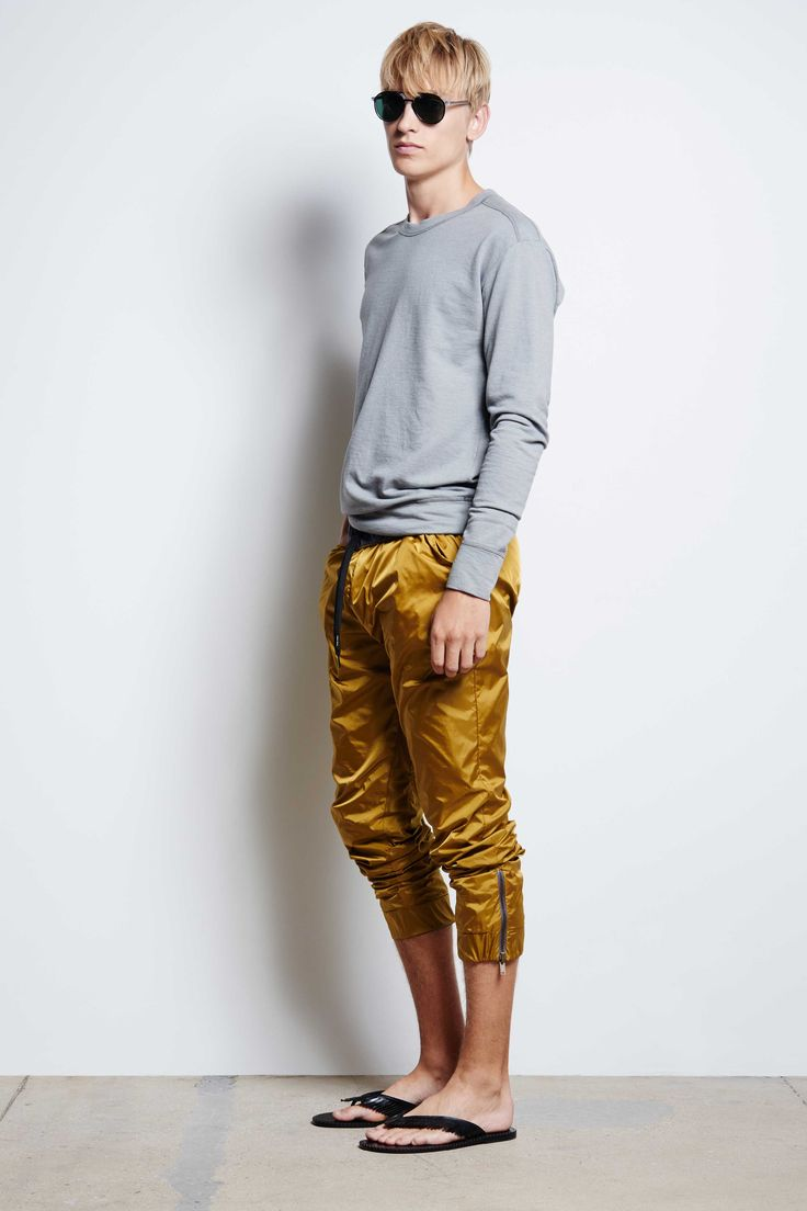 Men's feather fleece chrome sweatshirt. #tomasmaier Spring Summer 2016 - Look 20. Male model Jeroen Smits.