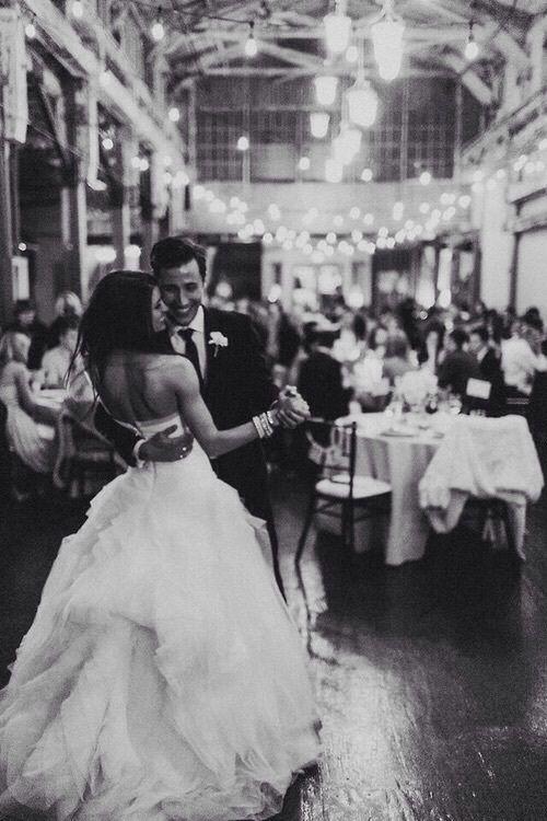 чёрно-белое, мило, семья, еда, счастливые, кружево, любовь, улыбка, мужской костюм, свадьба, день свадьбы, свадебное платье