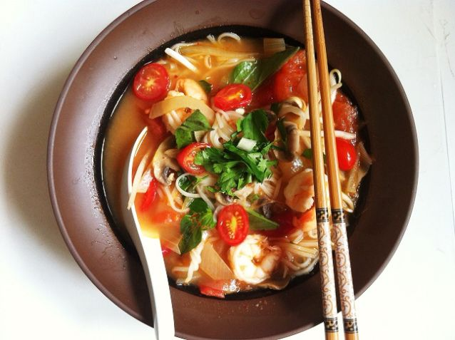 A delicious fusion of Vietnamese pho noodles and Thai Tom Yum with Shrimp and Mushrooms {Via @Andrea Giang}