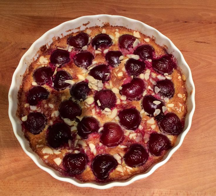 Cherry's clafoutis with chocolate and almond