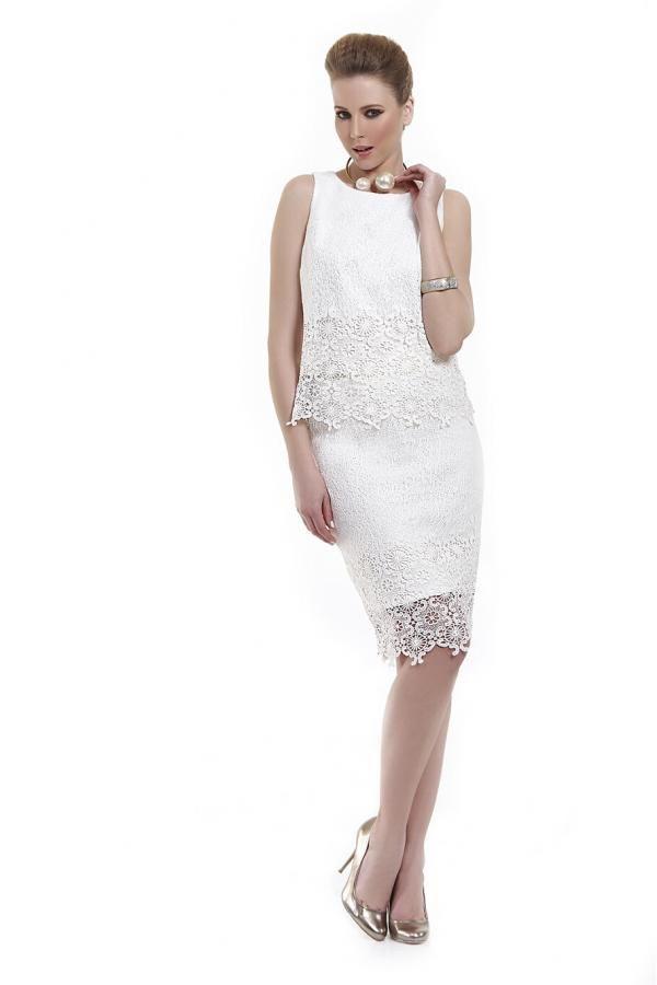 Φούστα δαντέλα με τελειώματα γλώσσες σε ίσια γραμμή με μονόχρωμο εσωτερικό και μεταλλικό φερμουάρ πίσω