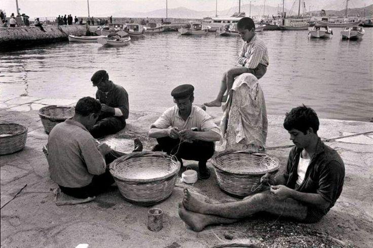 Μύκονος 60΄ς.Ψαράδες της Μυκόνου. Φωτο -Κων/νος Μάνος.