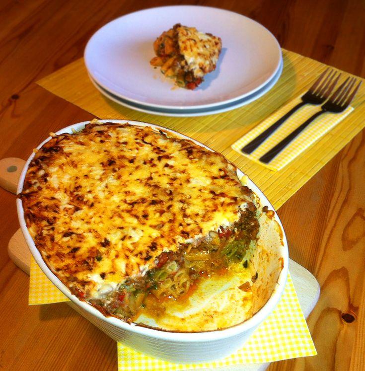 Pasticcio to danie kuchni greckiej. Zapiekanka składająca się z warstw makaronu i farszu mięsnego. Przykryta sosem jogurtowym i serem. Jej składniki są łatwo dostępne, a wykonanie proste.