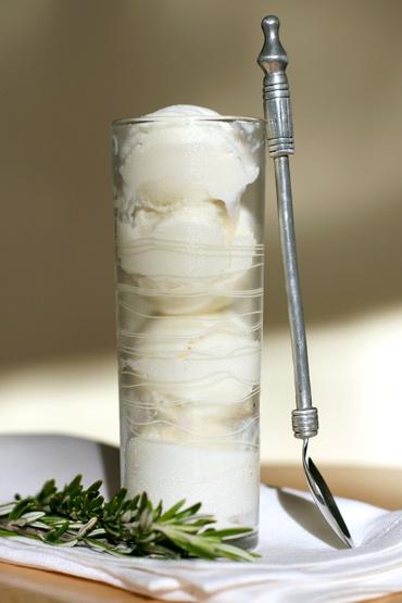 Rosemary gelato with creme fraiche  #rosemary: Desserts, Frozen Treats, Fraiche Rosemary, Fresh,  Modern Cream, Gelato Sorbet Yogurt, Fraiche Gelato, Rosemary Gelato, Icecream, Creme Fraiche