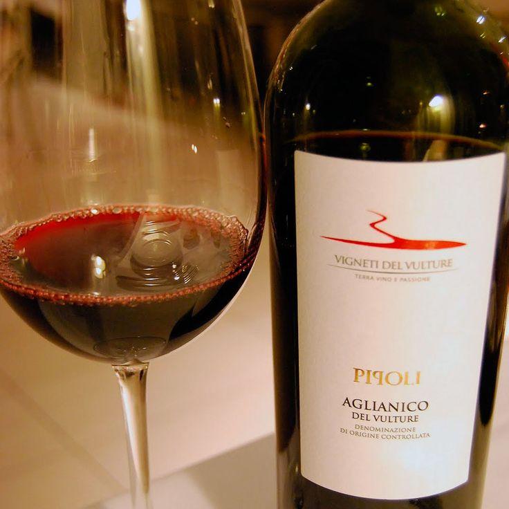 ¿Te gusta el buen vino? Pide nuestros vinos de bodega italiana.  Hoy te sugerimos Pipoli Aglianico del Vulture Doc, de Fantini Farnese