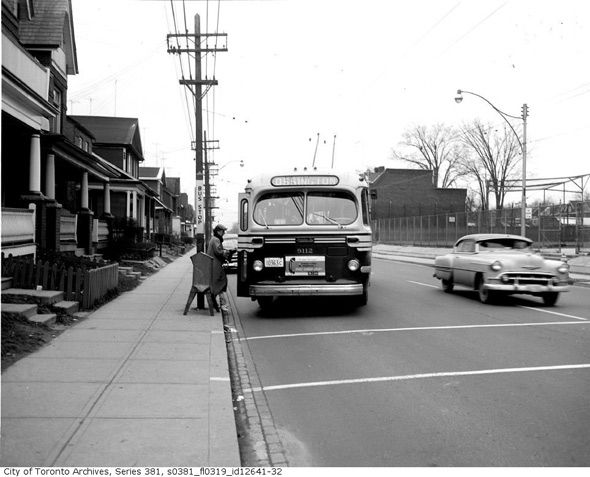 A 1950s woman boarding a TTC bus. #vintage #1920s #transportation #Canada #Toronto
