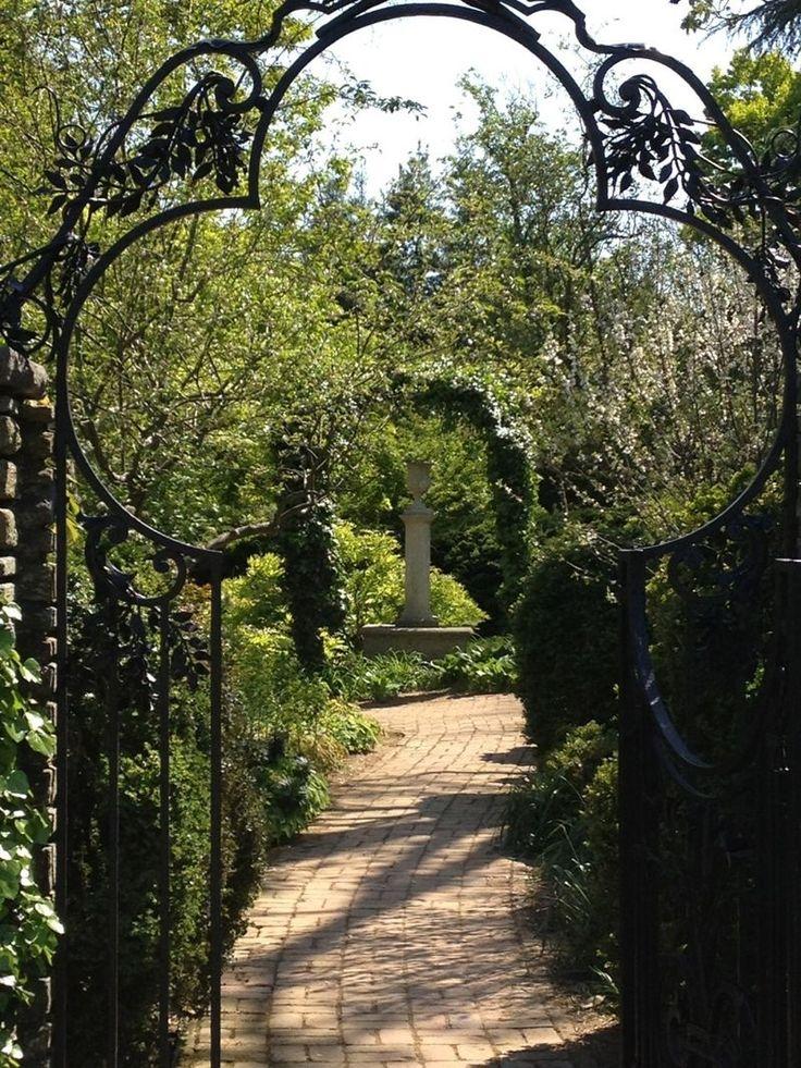 Beautiful gate at Dumbarton Oaks: Secret Gardens, Beautiful Gates, Gardens Design Ideas, Wrought Irons Gates, Gardens Paths, Gardens Gates, Magic Gardens, Gates Gardens, Dreams Gardens