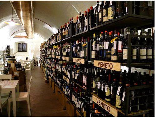 Arredamento per SignorVino a Merano. (realizzato da Penta Systems, www.pentasystems.it)