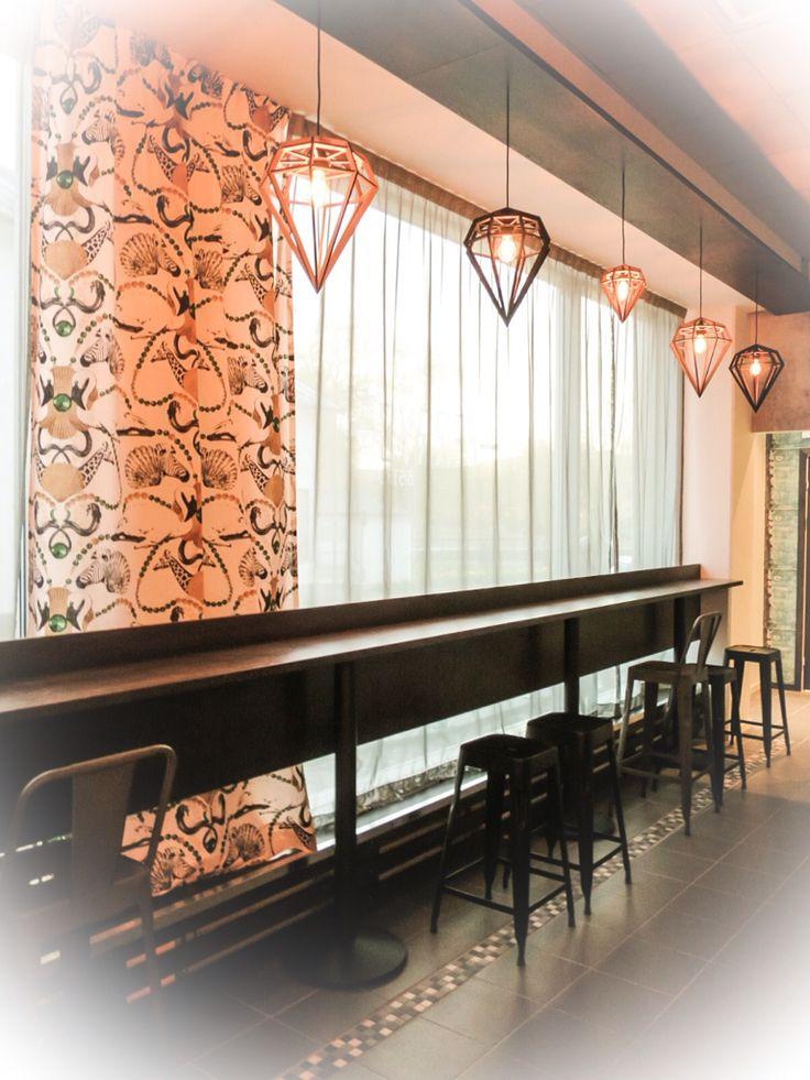 Ferrys Bistro. Bitte -Mi har sytt gardiner av tyg från Lisa Bengtsson.Stolar och lampor från vår butik IDe-A Livsstilsbutik. Barhänget från Inredning & Designverkstaden.