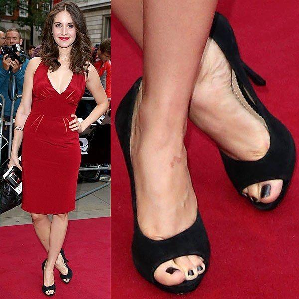 Julia Stiles Shoe Size