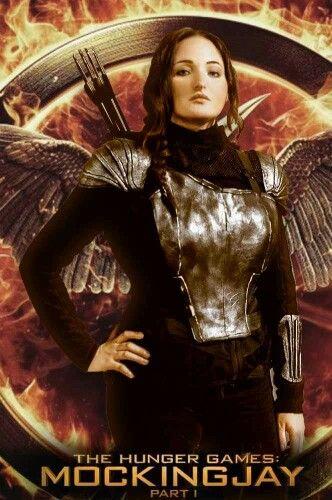 #Katniss #katnisscosplay #KatnissEverdeen #hungergames #CatchingFire #mockingjay #Katnisssosia #armor #black #GirlOnFire #veerenacosplay #katnissItalian #capitolcity