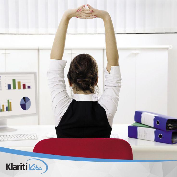 Sempatkan setidaknya 5 menit untuk meregangkan otot di sela-sela kesibukan kantor Anda. Latihan peregangan dapat melancarkan sirkulasi darah sehingga Anda tidak mudah pusing ataupun lelah.
