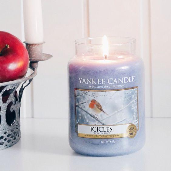 Icicles  Den friska, vinterskogens doft av istäckta grankvistar med uppiggande kryddig kanel.   #YankeeCandle  #REA #Icicles