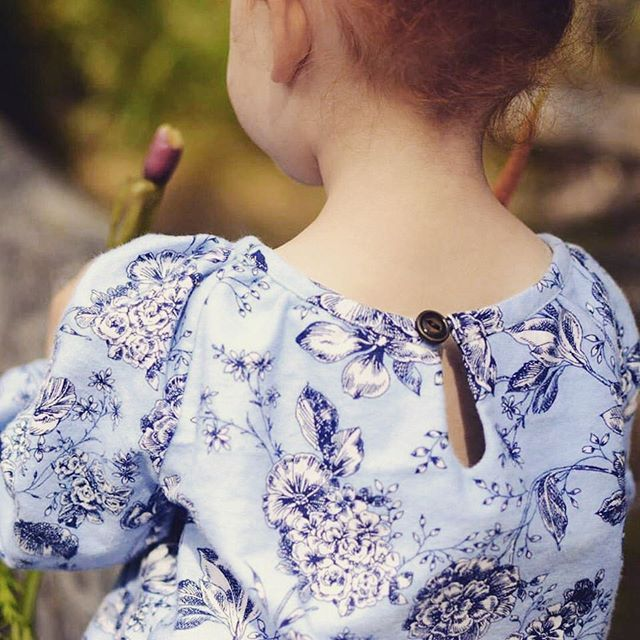 ~ Teardrop ~ A perfect teardrop keyhole on a gorgeous Driftwood Blouse... There are so many ways you can make and wear this garment.  Do you have a favourite? 📷 @fourseasons_crafts