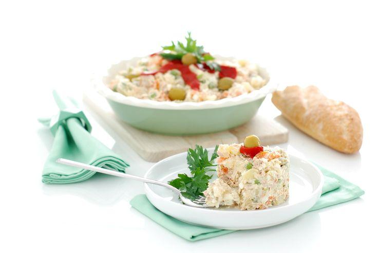 Receta de ensaladilla rusa con Thermomix ®, una receta fácil con ingredientes básicos que cocinaremos en el varoma de nuestra máquina.