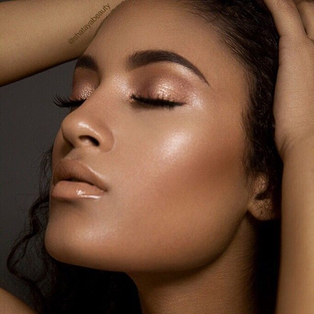 """shatayabeauty - Instagram  Skin: #smashbox studio skin foundation mixed with a tiny bit of mac face and body,  Blush: #nars blush in """"Taos"""" mixed with @beccacosmetics Rose gold highlighter, Highlight: @esteelauder Bronze Shimmer. Eyes: @shiseido cream base with @ardencyinn """"Rose Gold"""" shadow on top with @lashesbylena lashes. Brows are @anastasiabeverlyhills of course dipbrow in Chocolate. Lips: @maccosmetics lipliner in Oak with Honeylove lipstick and C-thru gloss."""