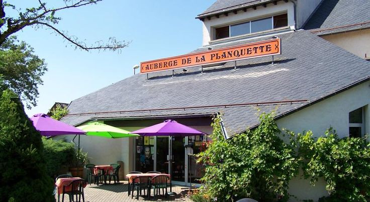Logis Auberge de la Planquette Réquista The Logis Auberge De La Planquette is located in Requista, in Southern France. It offers rooms with individual terraces, cable TV and free Wi-Fi internet access.