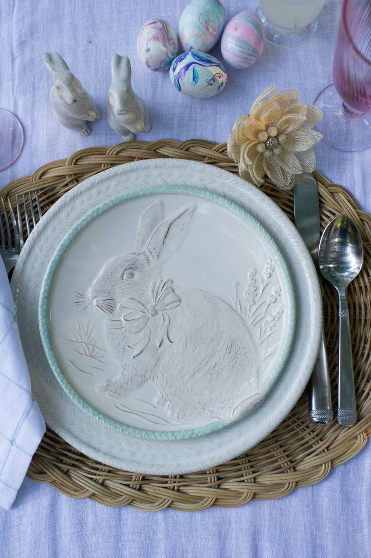 Everybunny loves a touch of whimsy! Add a bit of spring to your table with these hand-painted party plates in halos of Lilac, Bluebell, Mint and Petal hues.