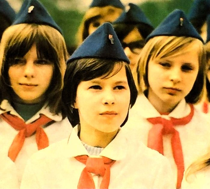 Ddr Pioniere Freie Deutsche Jugend Thalmannpioniere Jungpioniere Ddr Kinder 80s Nostalgia East Germany School Girl