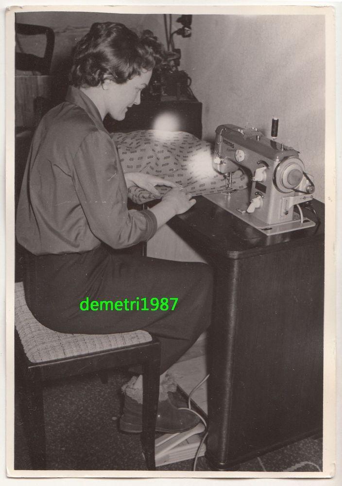 DDR Foto Frau näht mit Veritas Nähmaschine Handarbeit * um 1970 ! (F1565 in Antiquitäten & Kunst, Fotografie & Fotokunst, 1940-1970 | eBay!