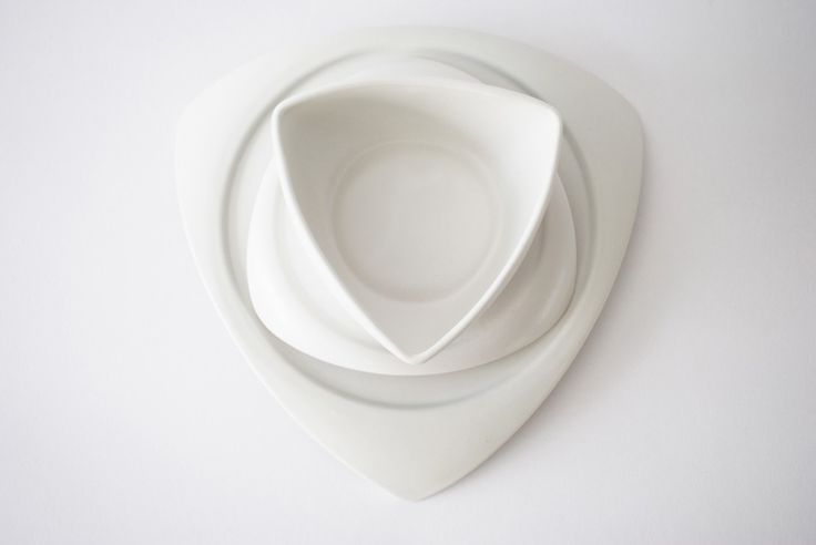 Contemporary and minimal, Flying Saucers by ubikubi.ro will definitely make a nice serving for any occasion.