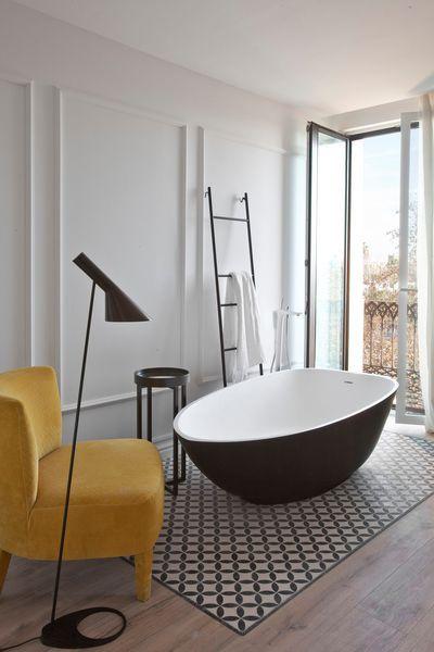 Salle de bains design 8 photos d 39 inspiration white for Salle de bain 4m2 baignoire