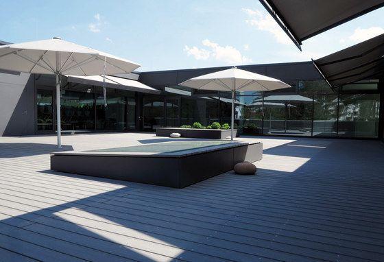 Terrassendielen in  bildschönem Design für sehr gelungene Terrassen und eine äußerst ansprechende Schule. Architekturplanung twoo Architekten, Bauherr Stadt Regensburg.