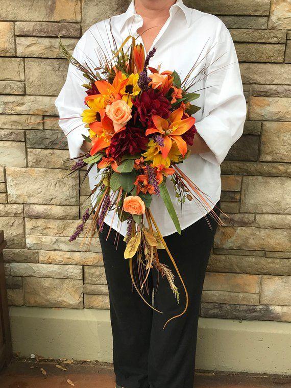 Ramo de novia de seda en cascada de otoño-Lirios de mandarina-Hortensias carmesíes-Girasol …