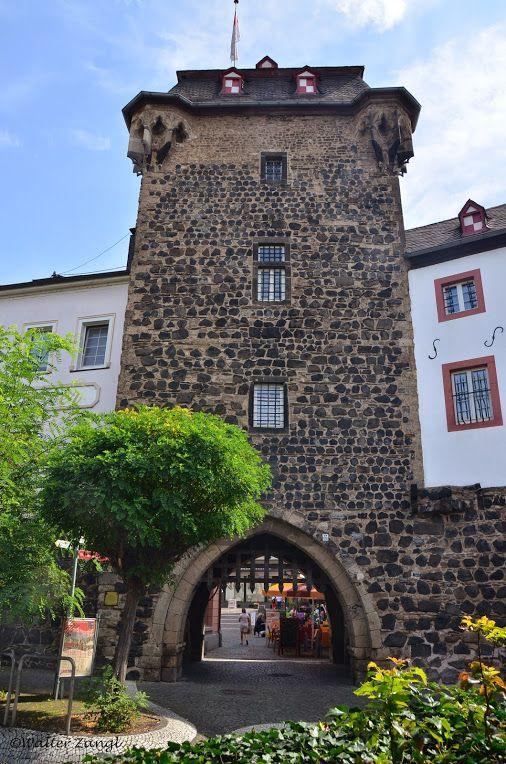 Linz (Rhein) Das Rheintor (1329) ist das westliche Stadttor der ehemaligen…