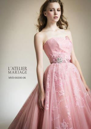 季節関係なく人気の高いピンクのドレス♡ウエストについたビジューが輝きを増す。ビジューを取り入れたカラードレスまとめ一覧♡