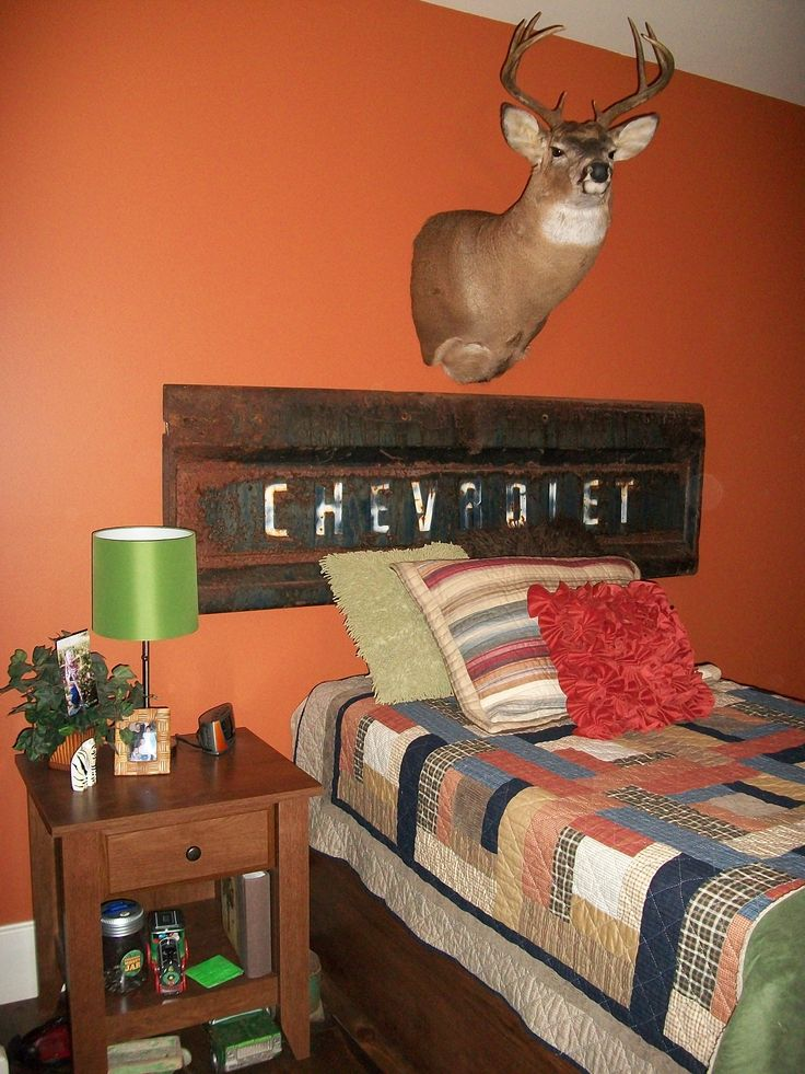 old truck tailgate for a headboard lolteen boys room haha all things kyson kase pinterest truck tailgate teen boy rooms and teen boys. Interior Design Ideas. Home Design Ideas