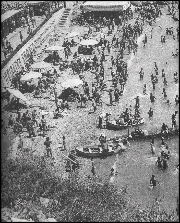 Πλάζ Καστέλλας. | Φωτογραφικό αρχείο Νίκου Πολίτη, Επτά Ημέρες, Καθημερινή, 29/07/2001.