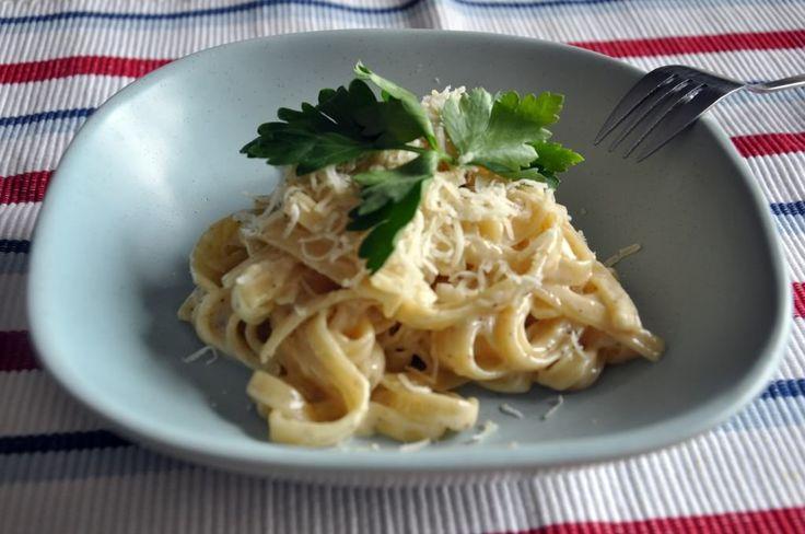 W pewnej kuchni na Wyspach...: Prosto, jeszcze prosciej. Fettuccine alfredo.