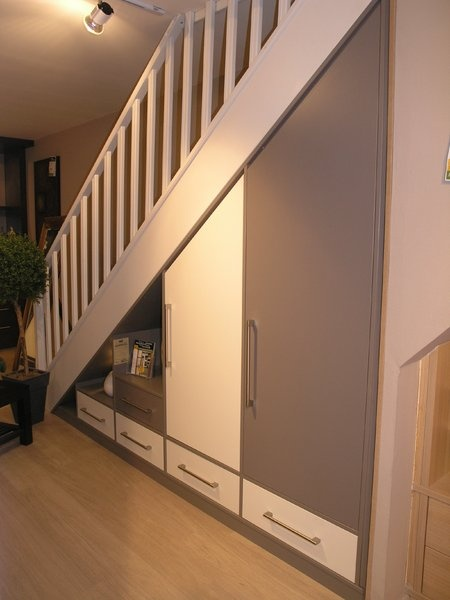 Sous escaliers