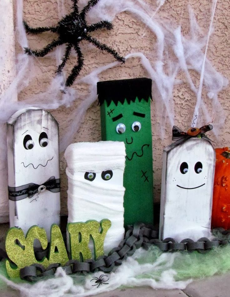 DIY Spooky Halloween Family easily  made from wood boards.   Love the faux chains too!